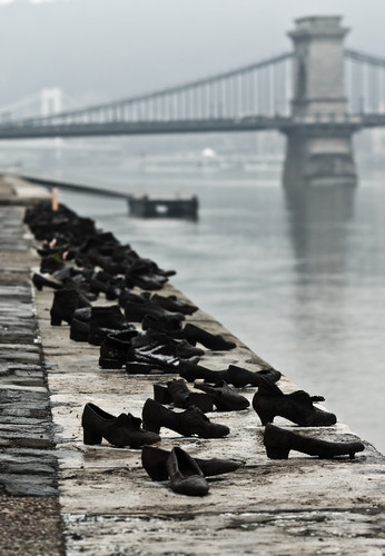 Shoes_Danube_Promenade.jpg