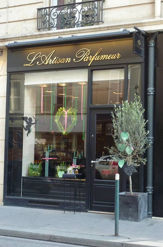 L'Artisan-Parfumeur-Boutique-in-Paris_France.jpg