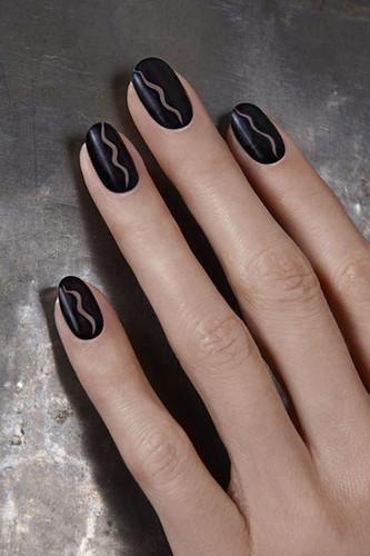 beauty-nails-2014-09-bobby-pin-nail-art-01.jpg