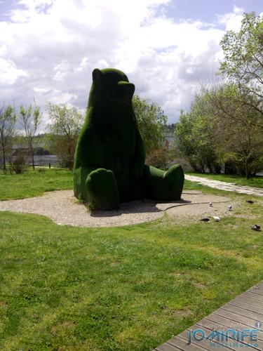 Urso gigante no Parque Verde do Mondego em Coimbra. Giant bear in Mondego Green Park in Coimbra