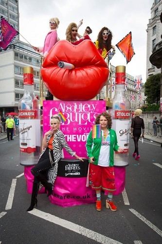 As actrizes de Absolutely Fabulous durante a última Marcha do Orgulho LGBT em Londres
