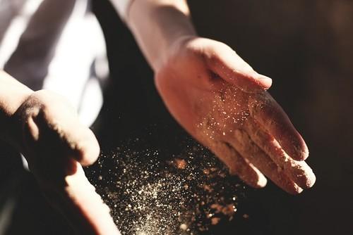 hands dirt