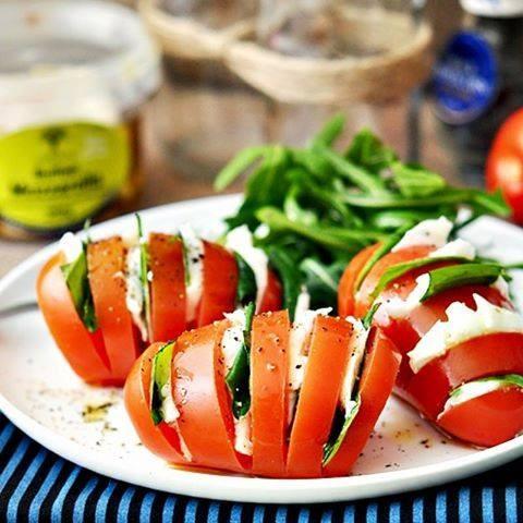 ngredientes tomate, mussarela de búfala, manjeric