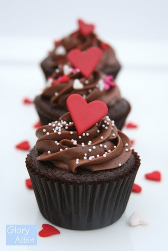 Chocolate-heart-cupcakes-e1343274209976.jpg