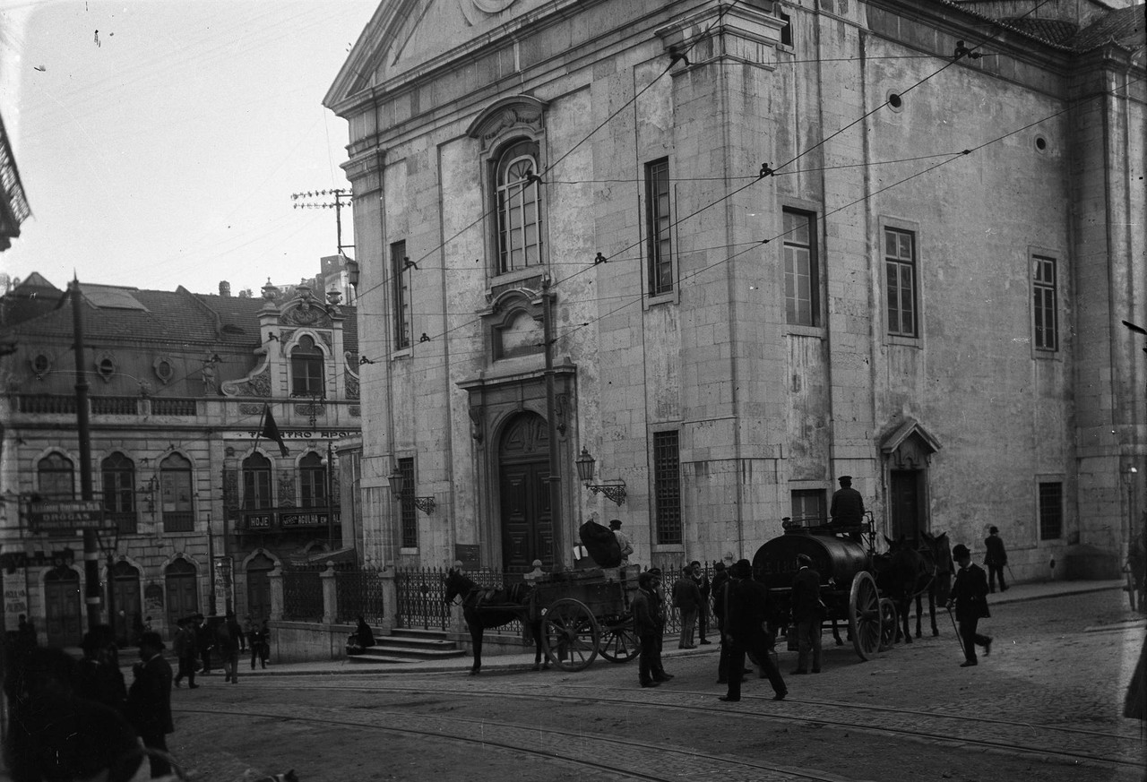 Igreja do Socorro e teatro Apolo, em primeiro plan