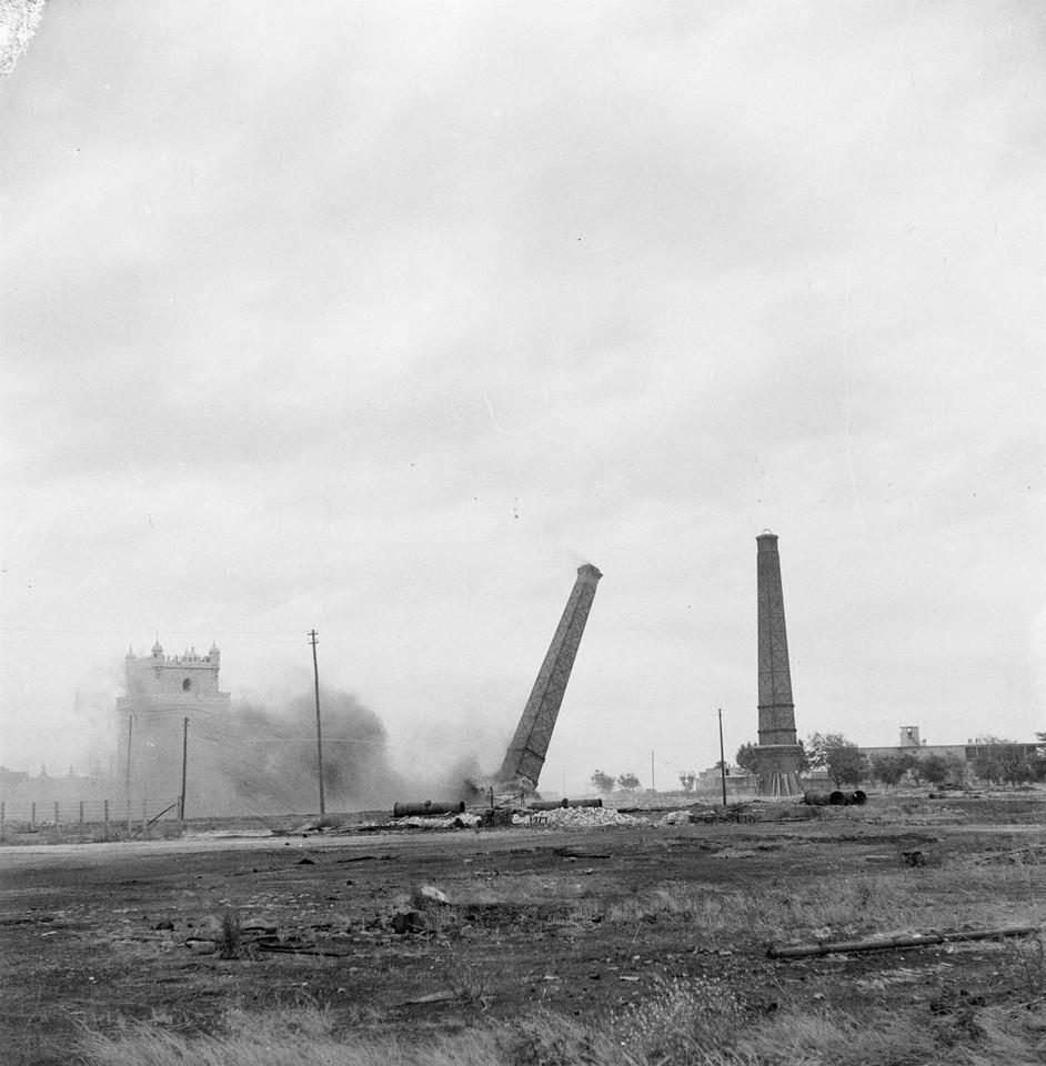 Chaminés da Fábrica do Gás em Belém, demoliç