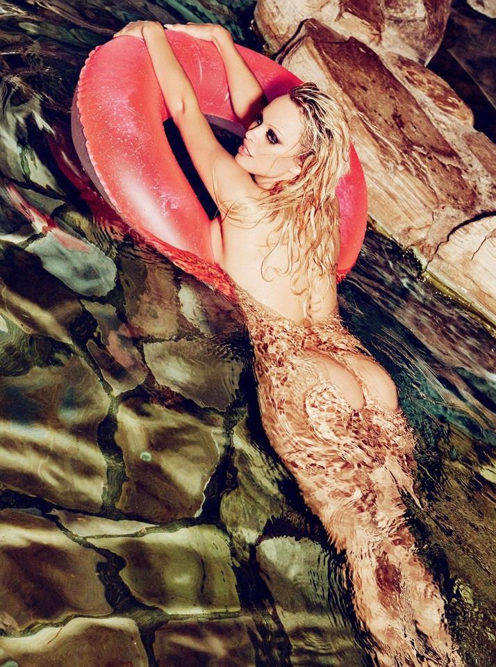 Pamela Anderson6.jpg