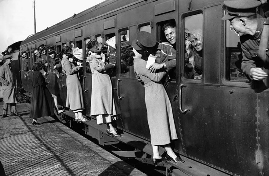 old-photos-vintage-war-couples-love-romance-32-573