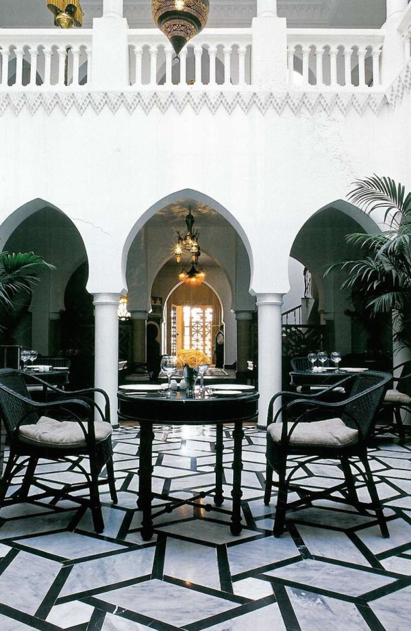 Moroccan-Courtyards-Bill-Willis-600x922.jpg