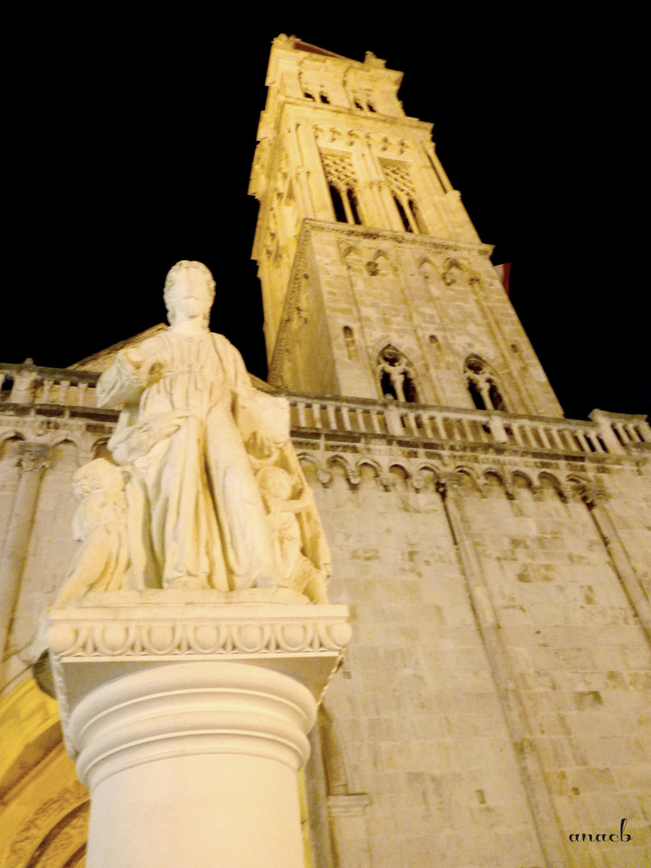 Trogir - Cathedral and statue of St. Lawrence - vi
