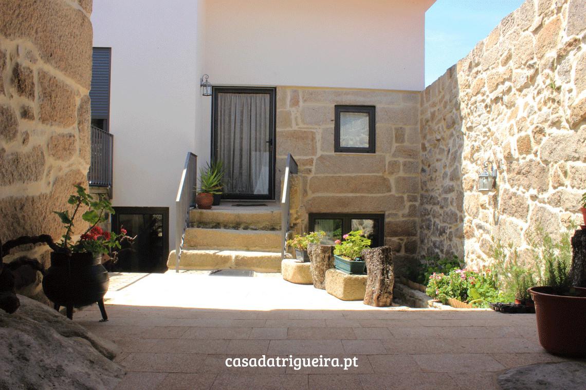 Casa da Trigueira - quinteiro (entrada).jpg