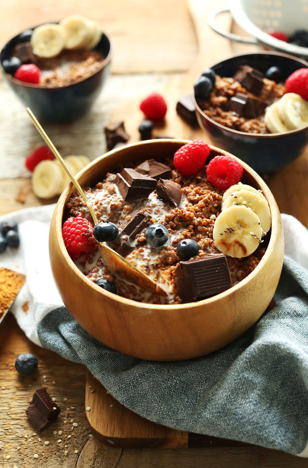 7-Ingredient-DARK-CHOCOLATE-Quinoa-Breakfast-Bowl-