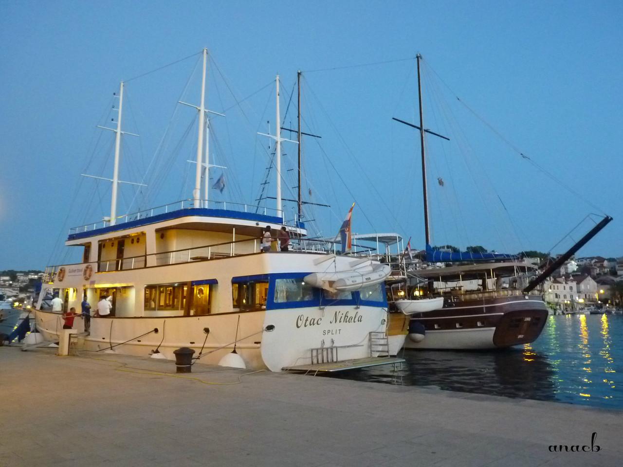 Trogir - Riva - viajarporquesim.blogs.pt.jpg
