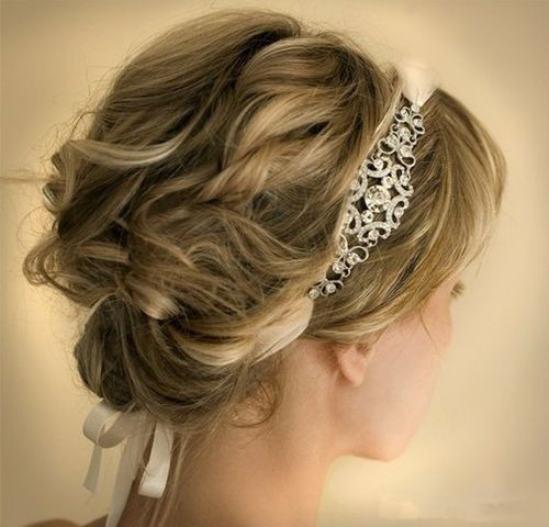 Short-Updo-Hairstyle-with-Curly-Hair.jpg