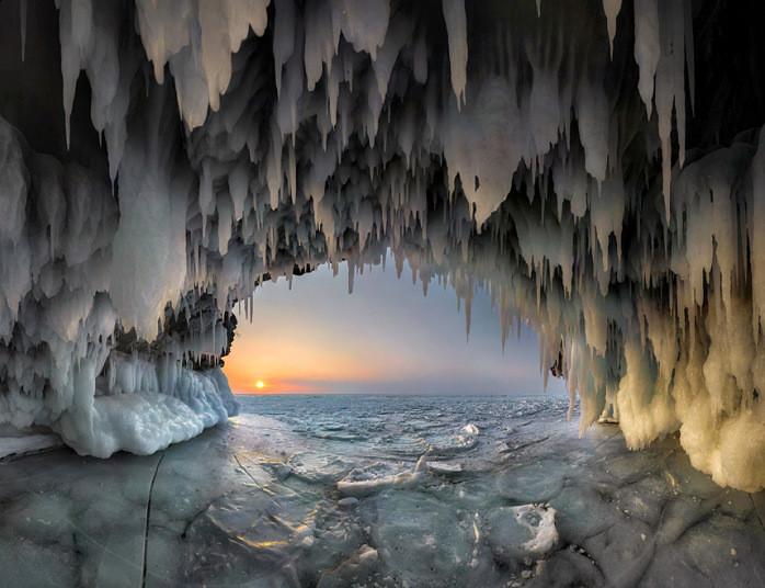 potd-siberia-cave_3170430k.jpg
