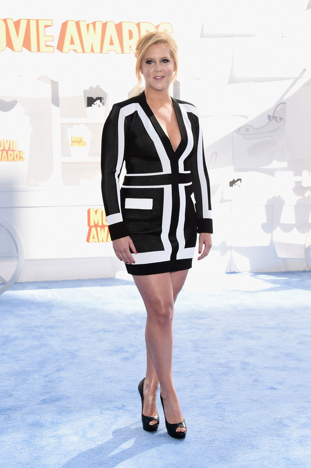 amy-schumer-black-white-dress-mtv-movie-awards-201
