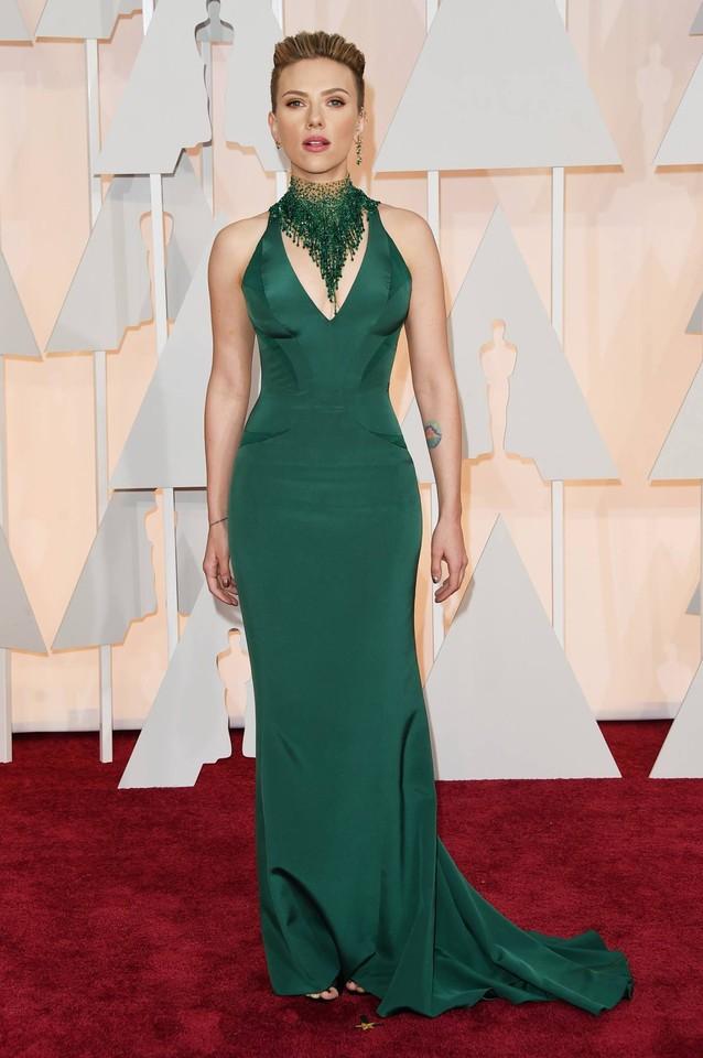 Scarlett Johansson em Official Versace..jpg