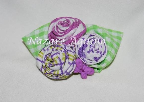 Pregadeira Rosinhas Lilás e verde com botão em f