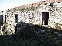 Casa construída sobre a fronteira anterior a 1864