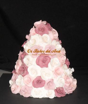 Bolo de Casamento Montanha de Rosas