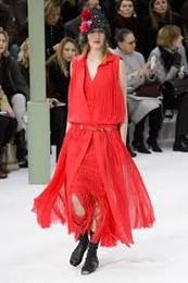 Chanel V 2015 vestido vermelho.jpg