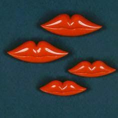 botões schiaparelli lips MW.jpg