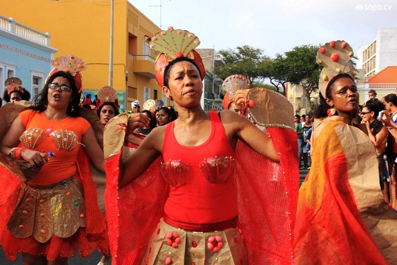 Desfile de professores em São Vicente